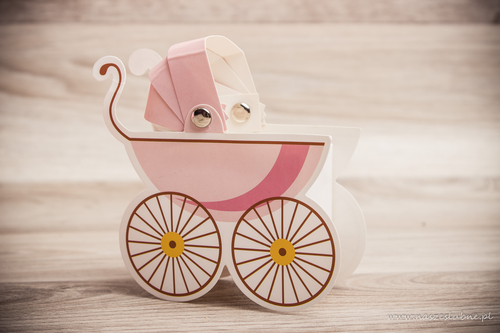 """Podziękowanie dla gości na chrzcinach - pudełko """"wózek"""""""